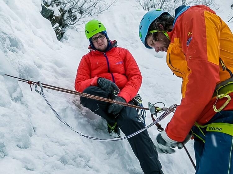 Abseilen Beim Eisklettern Demonstration Durch Den Bergfuehrer