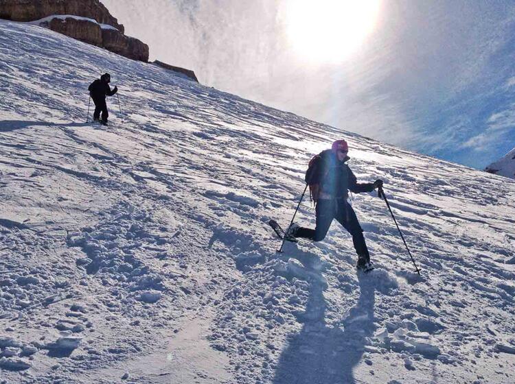 Abstieg Beim Schneeschuhwandern In Den Dolomiten