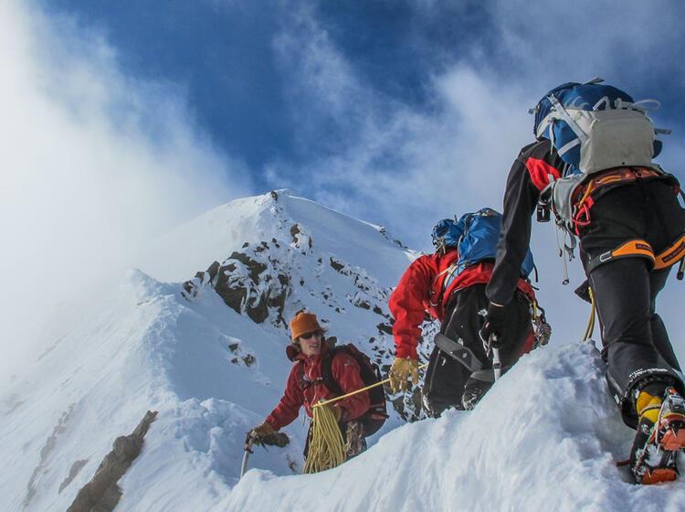 Bergfuehrer Am Eselsgrat Kurz Vor Dem Roseg Gipfel In Der Bernina