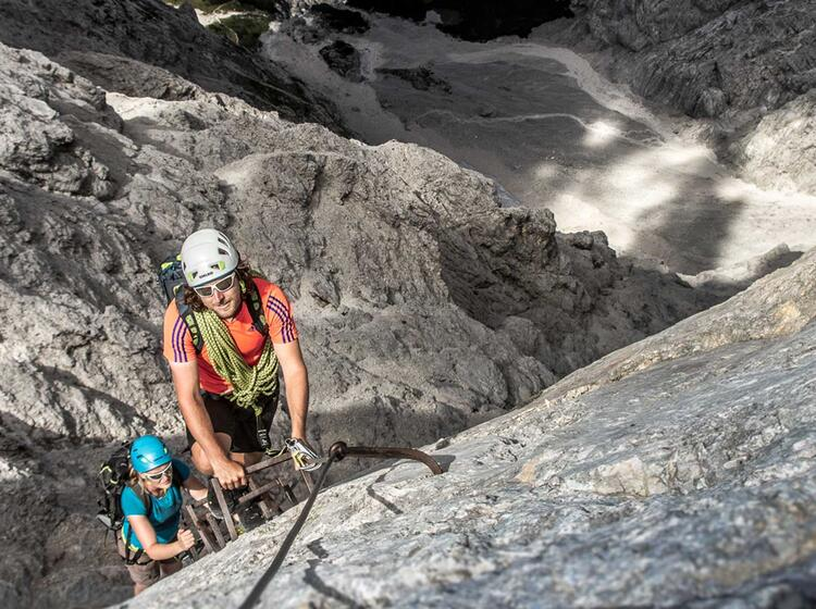 Bergfuehrer Am Jubilaeumsgrat Der Zugspitze