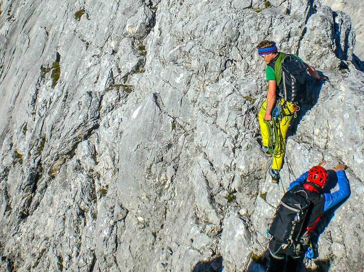 Bergfuehrer Der Bergsteigerschule Zugspitze Am Blassengrat