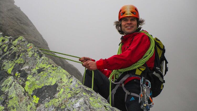 Bergfuehrer Michael Hornsteiner Beim Abseilen Am Kletterkurs