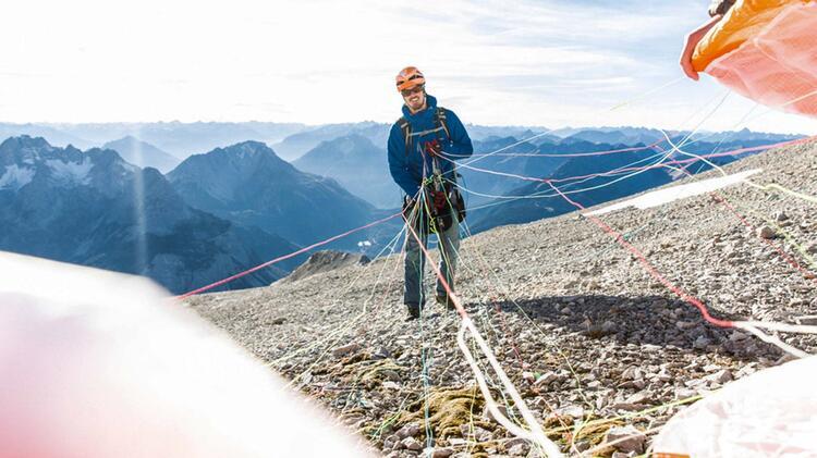 Bergfuehrer Und Paraglide Pilot Michael Bueckers
