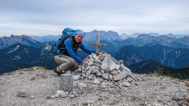 Bergwanderfuehrerin Sandra Wolf Auf Der Alpenueberquerung E5 Von Oberstdorf Nach Meran