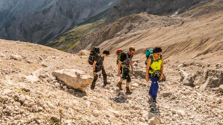 Bergwandern Zur Zugspitze Zwischen Dem Klettersteig Brett Und Dem Hoellental Gletscher