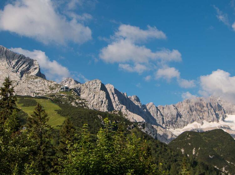 Blick Auf Die Alpspitze Und Zugspitze Auf Der Wanderung Von Huette Zu Huette