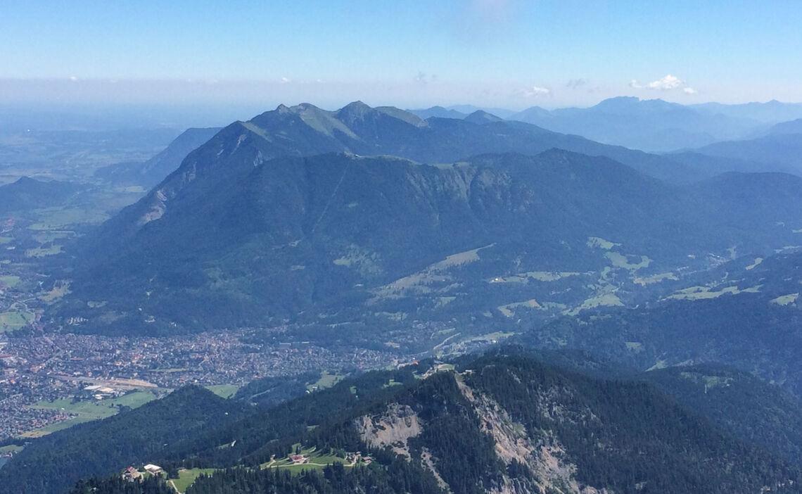 Blick Von Der Alpspitze Auf Den Wank Und Garmisch Partenkirchen