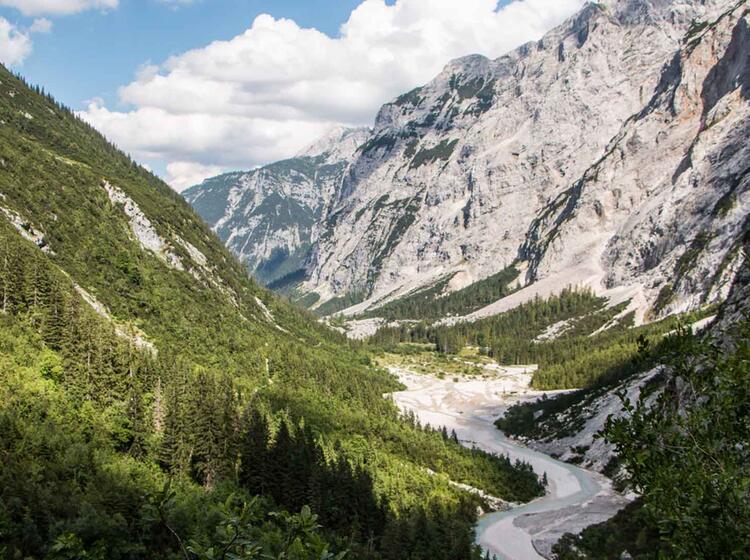 Blick Zurueck Ins Reintal Und Zu Den Blauen Gumpen Auf Der Wanderung Zur Zugspitze