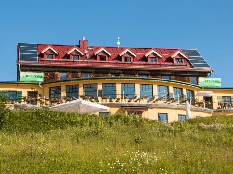 Das Kreuzeckhaus In Garmisch Stuetzpunkt Fuer Wandern Und Klettersteigkurse