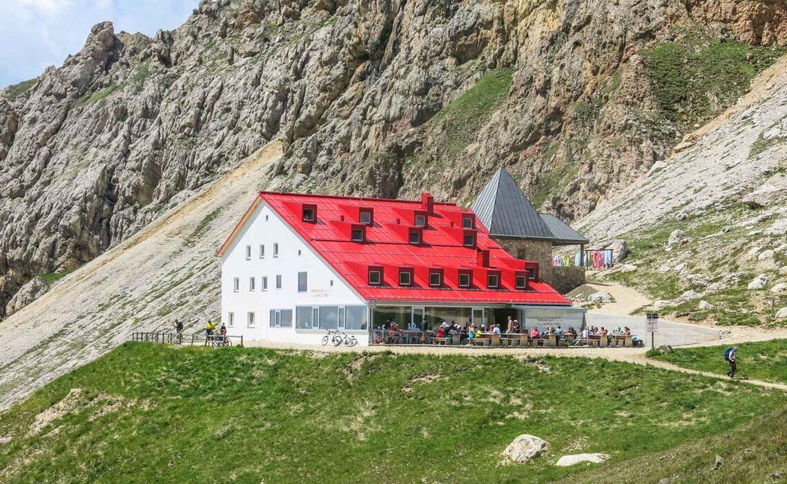 Die Tierseralp Huette In Den Dolomiten