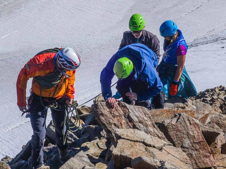 Einfaches Kletter Gelaende Auf Der Hochtour Im Oetztal Wildspitze Und Similaun