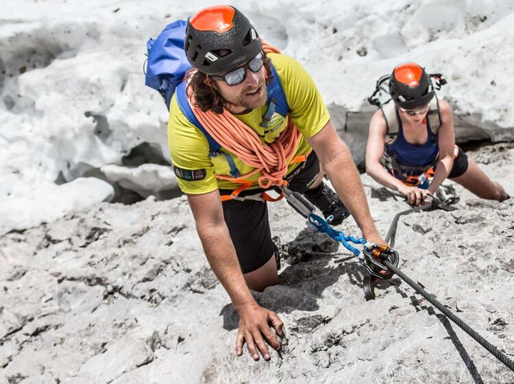 Einstieg In Den Hoellental Klettersteig Vom Gletscher Ueber Die Randkluft