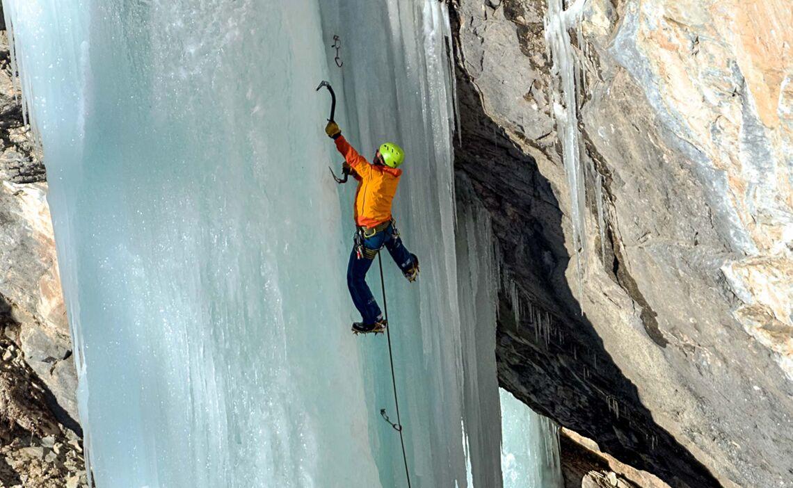 Eiskletterfuehrungen In Der Schweiz