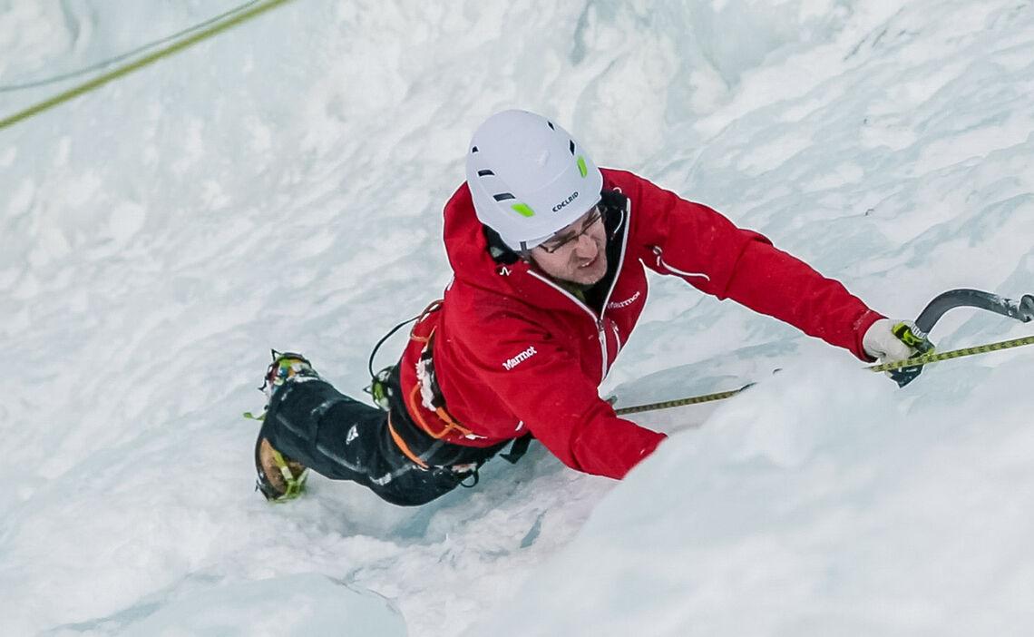 Erste Schritte Im Steileis Am Eiskletterkurs