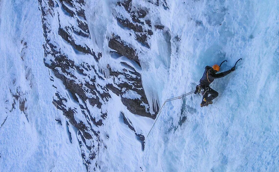 Gefuehrtes Eisklettern In Mehrseillaengen In Den Dolomiten Bad Gastein Und Vielen Weiteren Eiskletterrevieren