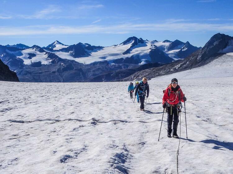 Gletscherfuehrung Im Oetztal