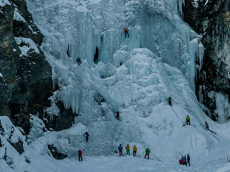 Ideales Kurs Gelaende Am Eiskletterkurs Im Stubai