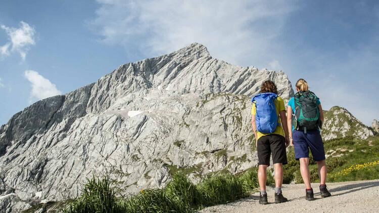 Klettersteig Auf Die Alpspitze In Garmisch Partenkirchen Mit Blick Zur Zugspitze