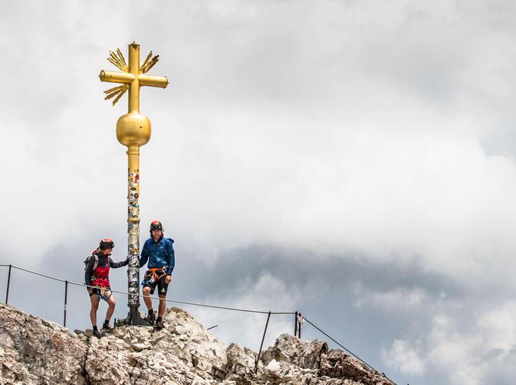 Mit Bergfuehrer Auf Den Gipfel Der Zugspitze