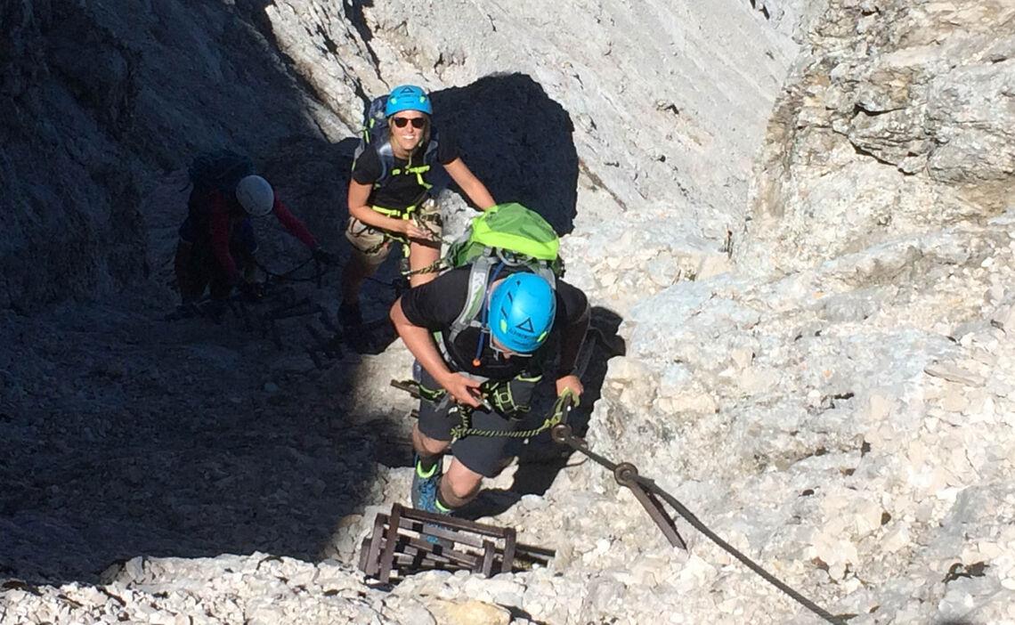 Mit Bergfuehrer Auf Der Via Ferrata An Der Alpspitze