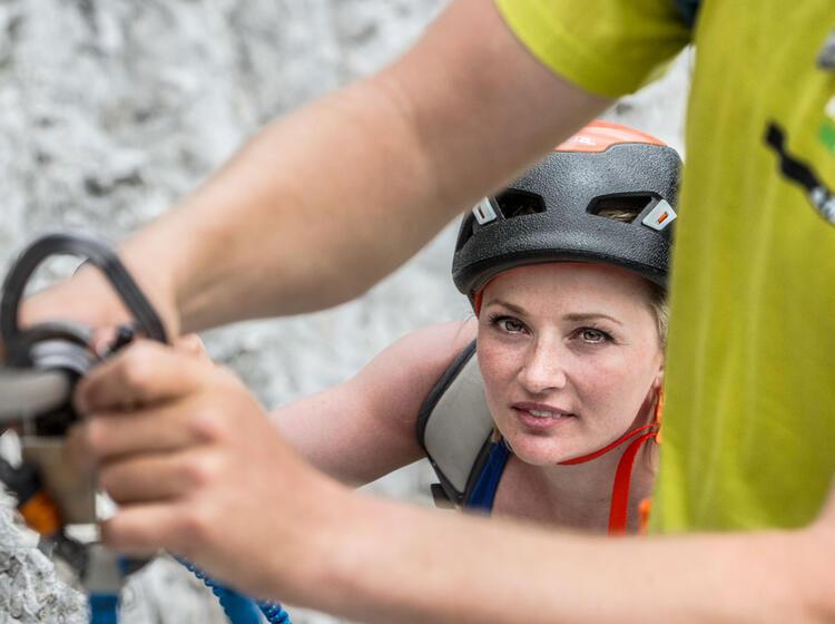 Mit Bergfuehrer Durch Das Hoellental Auf Die Zugspitze