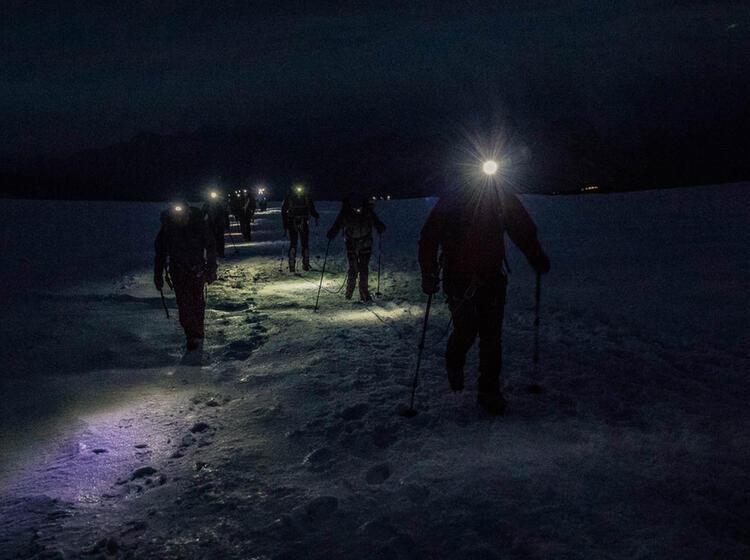 Mit Stirnlampen Am Gletscher Bei Der Hochtourenwoche