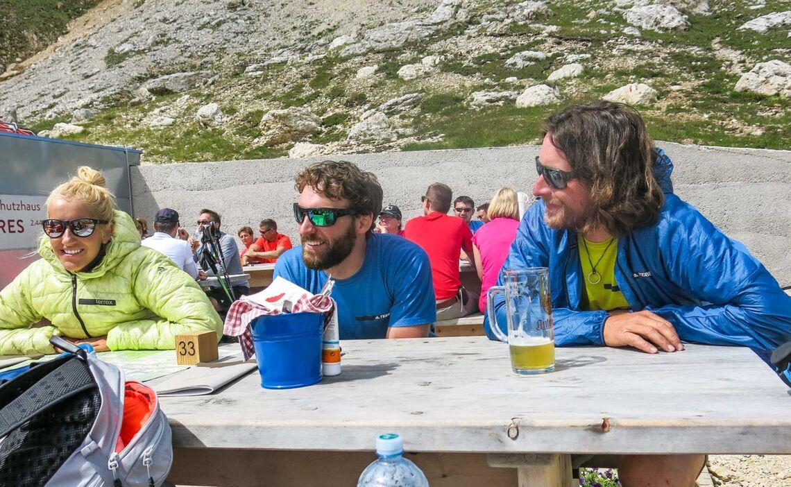 Pause Auf Der Tierser Alp Huette