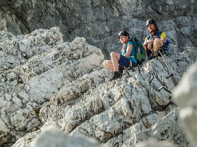 Pause In Der Ferrata An Der Alpspitze Im Klettersteig