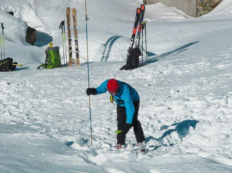Sondieren Und Lvs Suche Am Skitourenkurs Und Tiefschneekurs 2