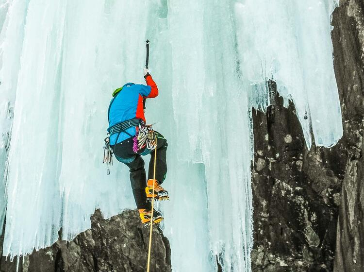 Steil Eisklettern In Norwegen