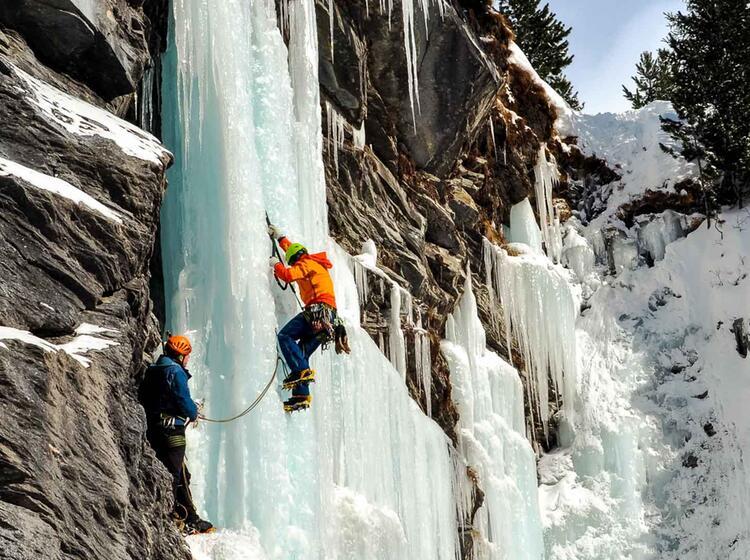 Steileisklettern Im Averstal Mit Bergfuehrer