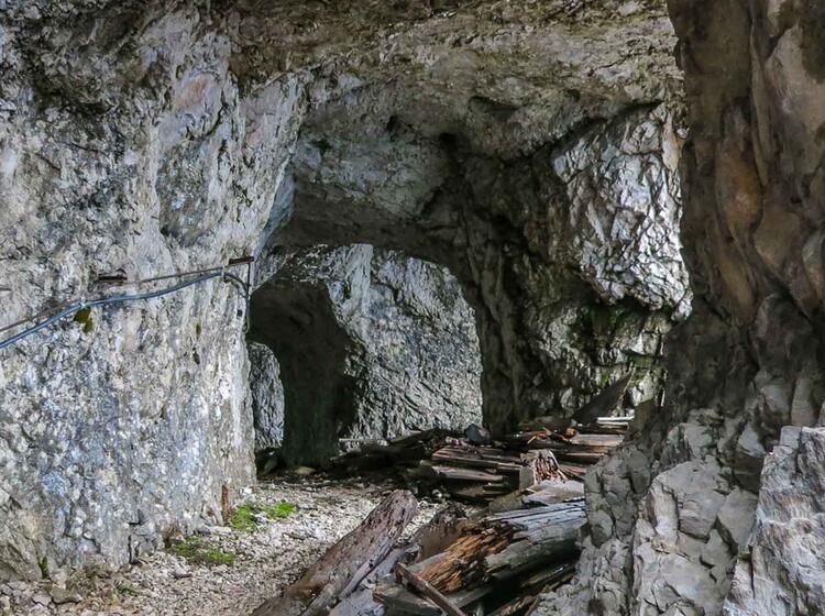 Tunnel System In Der Eisenzeit An Der Zugspitze