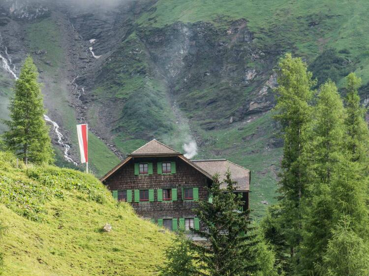 Unterkunft Auf Der Trauneralm Bei Der Alpenueberquerung Vom Koenigssee Zu Den Drei Zinnen