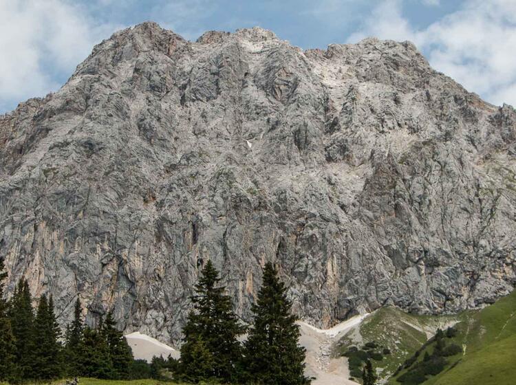 Wandern An Der Ehrwalder Alm Bahn