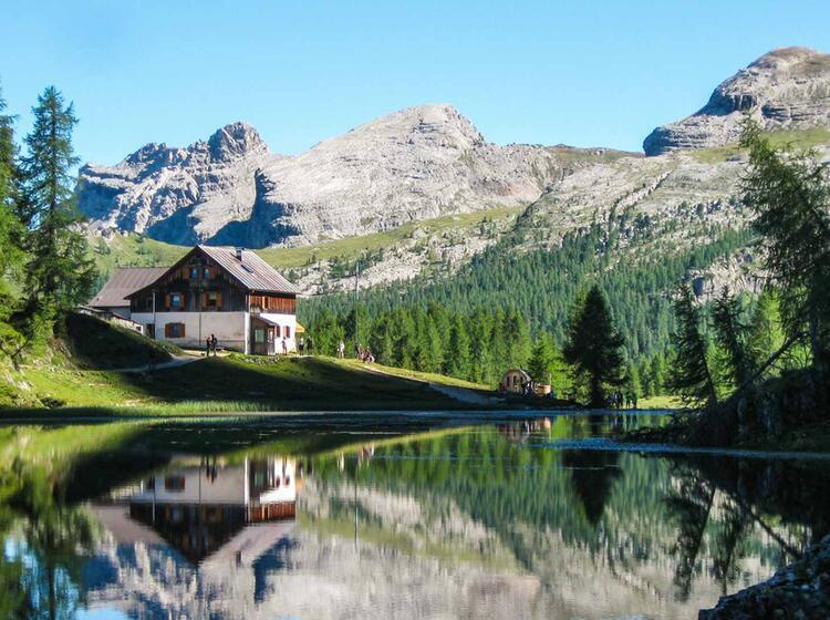 Wandern Auf Dem Hoehenweg In Den Dolomiten