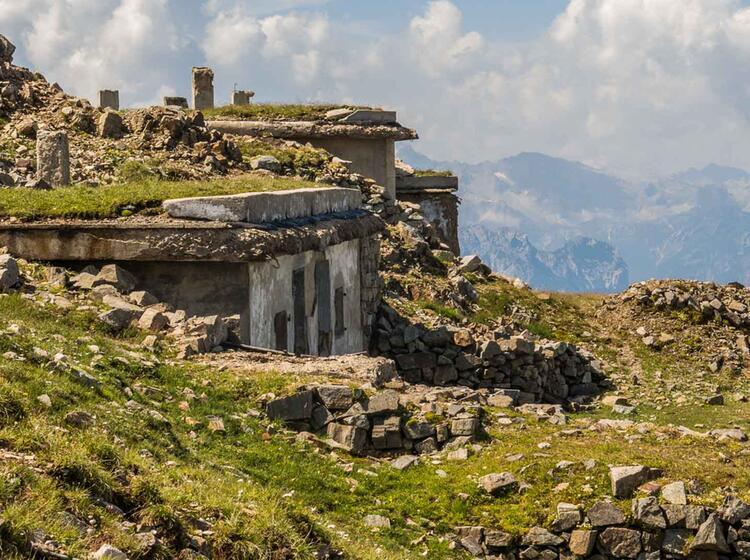 Wandern Auf Der Grenze Mit Bunkeranlagen Des Weltkrieges