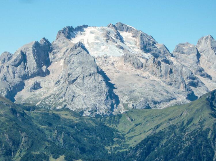 Wandern Mit Blick Auf Die Marmolada In Den Dolomiten