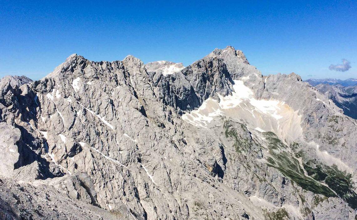 Zugspitze Und Der Jubilaeumsgrat Mit Bergfuehrer